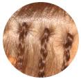 カツラ・ウィッグで髪の毛のボリュームをつけて華やかな装い
